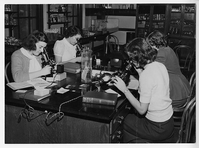 Students of the Margaret Morrison Carnegie College.